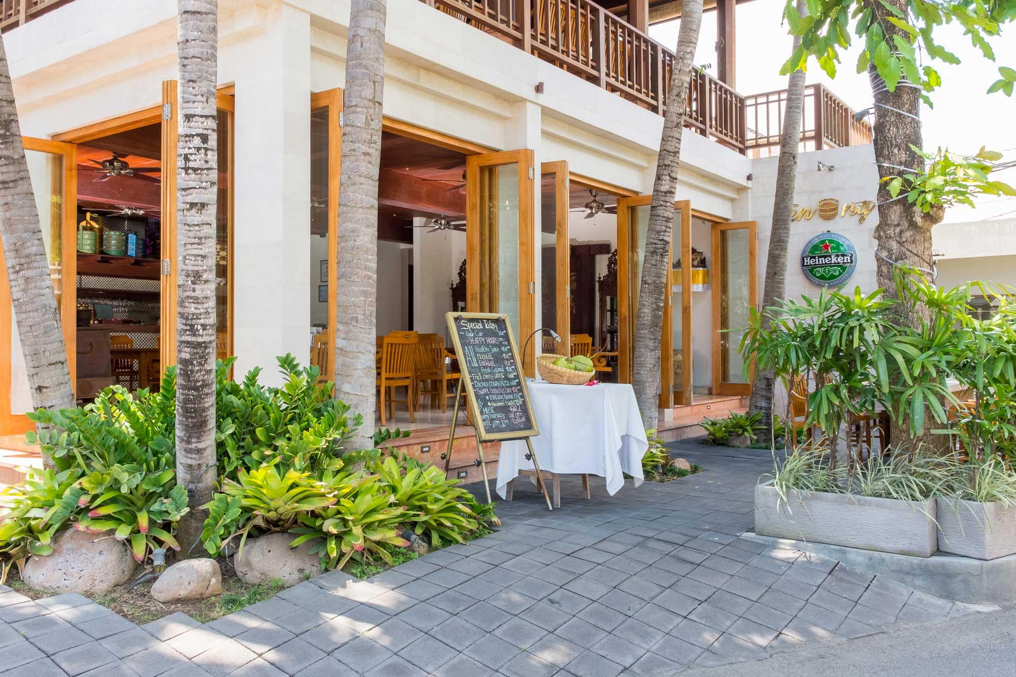 Tenong Cafe Petitenget Seminyak Bali